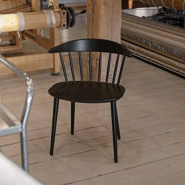 J104 Silla de haya maciza, Hay: redescubrir el diseño funcional, a través de una variedad de usos.
