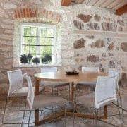 Grande table ronde - Collection SCANDIWOOD en chêne massif et placage chêne de haute qualité - une ambiance chaleureuse