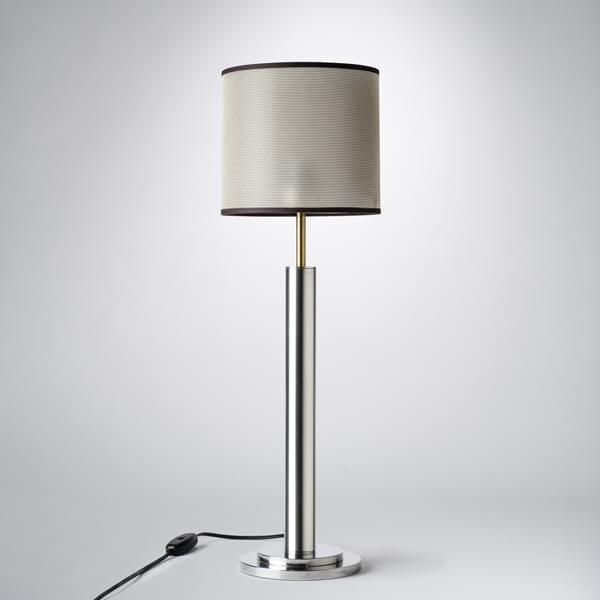 Formidable Poser Un Luminaire #10: CLASSIC Une Lampe à Poser, Avec Un Abat-jour Blanc Ou Mordoré, Un Luminaire  Tout Sauf Classique !