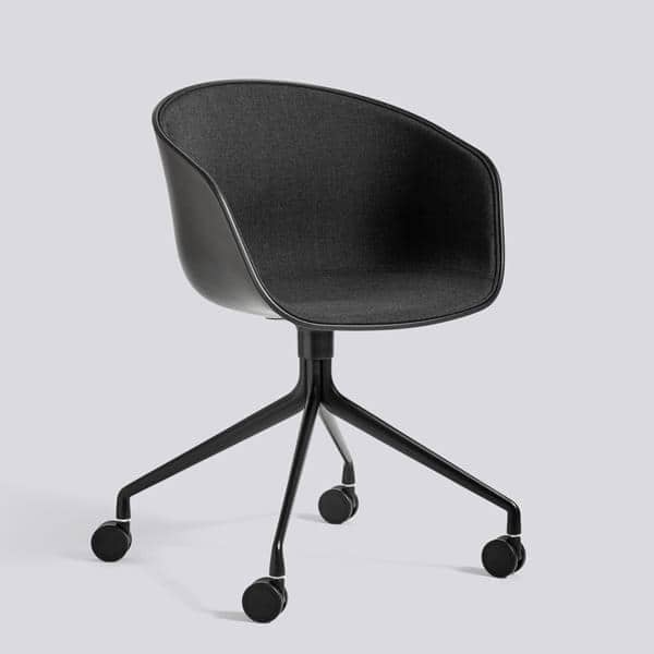 Le fauteuil DUO à roulettes About a Chair par HAY - réf. AAC24 DUO - dossier en polypropylène apparent, assise en tissu monté sur mousse Oeko-Tex, coussin en option, piétement en aluminium muni de roulettes - l'art du design nordique