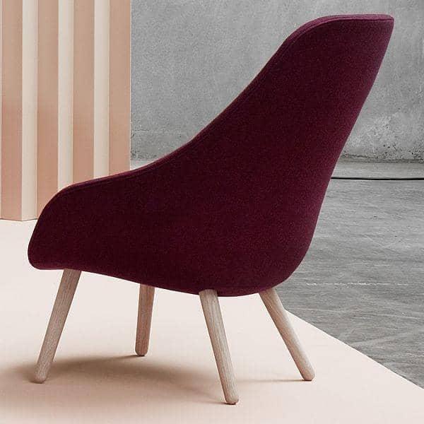 Le fauteuil About a Lounge Chair - réf. AAL92 - dossier haut, 4 pieds bois, un grand choix de coloris, coussin d'assise amovible supplémentaire en option - confort nordique et personnalisation maximum