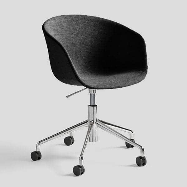 Le fauteuil à roulettes About a Chair par HAY - AAC53 - Structure en polypropylène, assise intégrale en tissu, montée sur mousse Oeko-Tex, piétement en aluminium munis de roulettes avec vérin à gaz, confort cosy extrême - l'art du design nordique