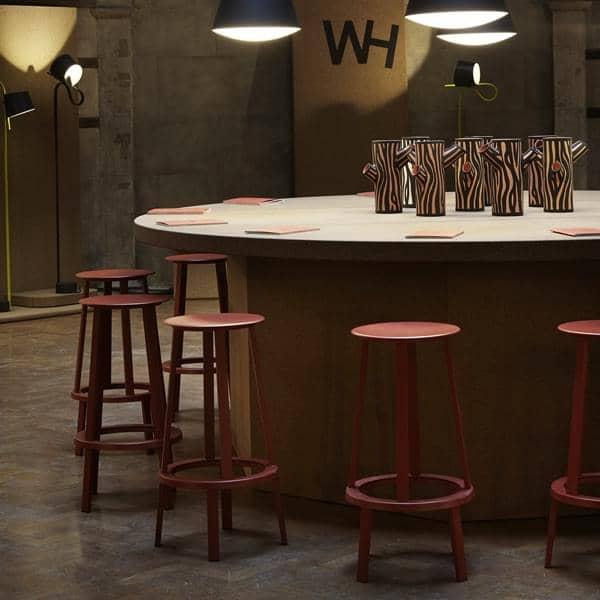 lo sgabello da bar revolver di wrong for hay design leon ransmeier. Black Bedroom Furniture Sets. Home Design Ideas