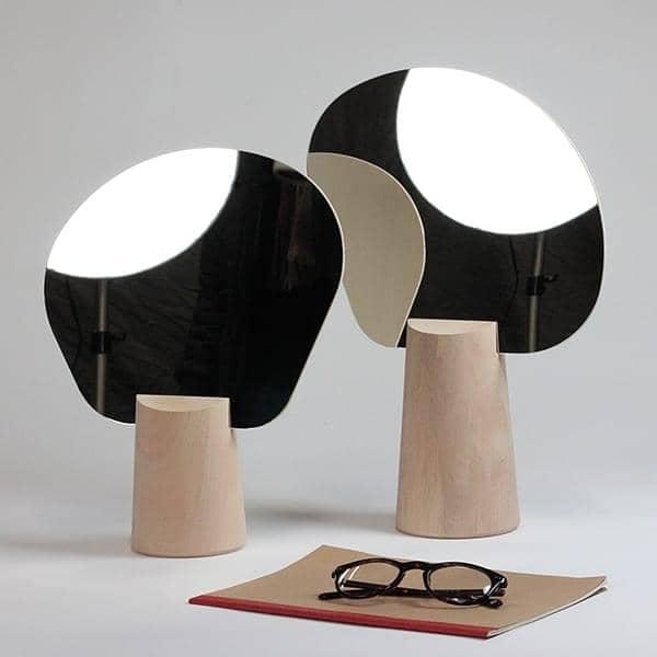 Ping Pong, miroir sur pied, tilleul massif, multiplis hêtre et verre, design éco-responsable