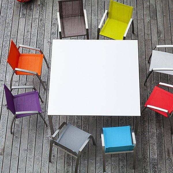 Tables PURO, version céramique, par TODUS, un grand choix de dimensions, robustes, pureté des lignes : parfaites pour une utilisation en terrasse ou dans votre salon