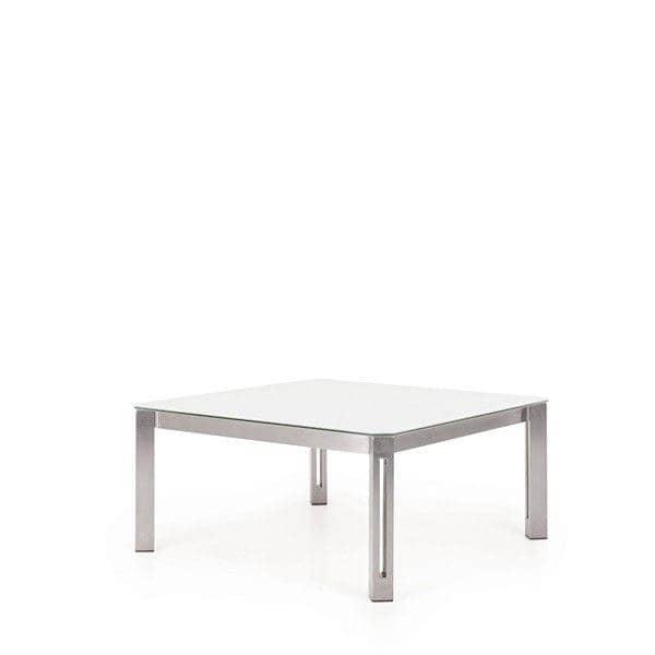 Tables ARIA, version HPL, par TODUS, un grand choix de dimensions, robustes, pureté des lignes : parfaites pour une utilisation en terrasse ou dans votre salon