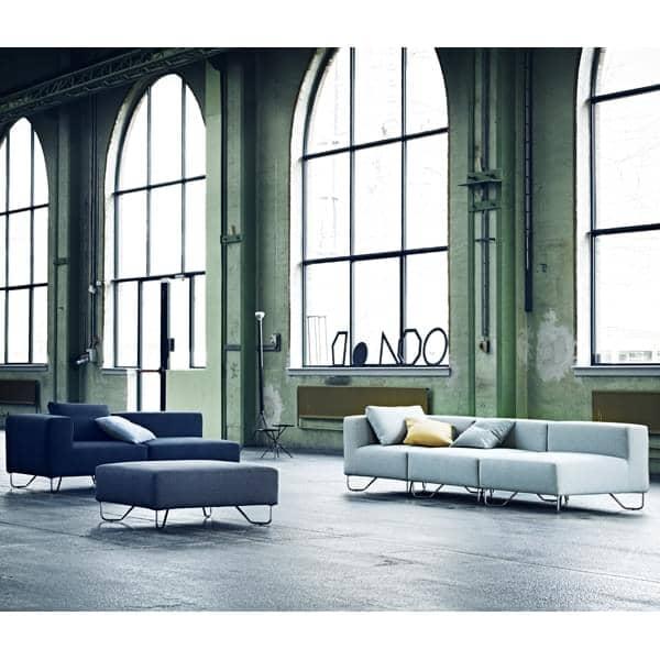 LOTUS sofá: combinar o módulo de base, o ângulo e os pufes para criar seu próprio sofá relaxar, com excelente conforto. Desenho: Stine Engelbrechtsen