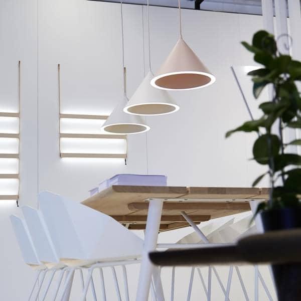 ANNULAR eine perfekte Lichtkreis auf dem konischen Umfang registriert, Beleuchtung LEDs, gestaltet von MSDS Studio für WOUD