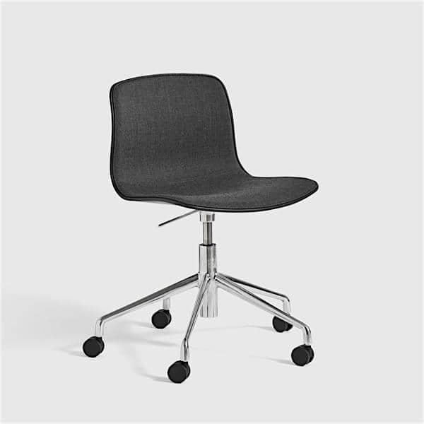 La chaise About a Chair par HAY - réf. AAC50 et AAC50 DUO - assise en polypropylène, piétement en aluminium muni de roulettes avec vérin à gaz