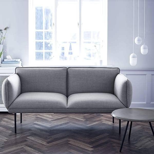 Sofa NAKKI 2 places, confort et modernité. WOUD.