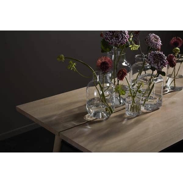 Table ALLEY : typiquement scandinave, une table en bois massif qui a du caractère et de la personnalité.