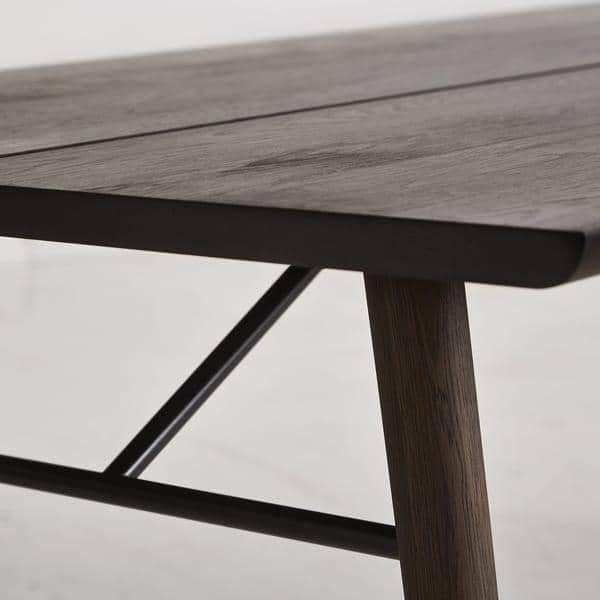 ALLEY : tipicamente scandinavo, un tavolo da pranzo in legno massello con  carattere e personalità