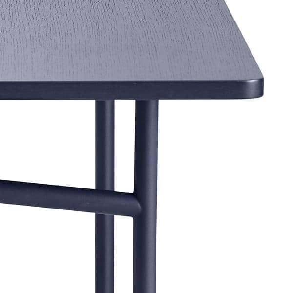 Diagonale una mesa de comedor de madera y metal woud for Mesas de comedor de madera y metal