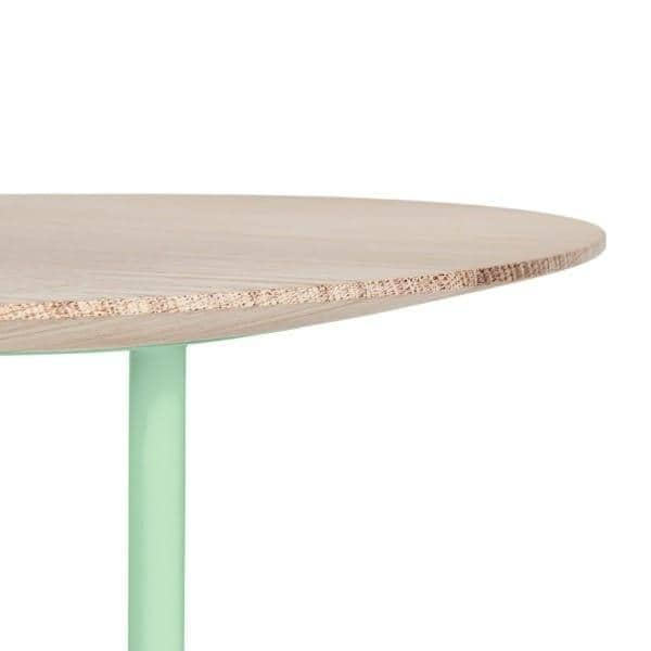 Table d'appoint DÉSIRÉ par HARTÔ, chêne massif et tubes d'acier