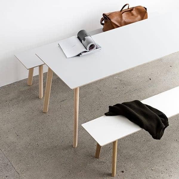A coleção de mesa de jantar COPENHAGUE CPH DEUX em madeira maciça e madeira compensada, por Ronan e Erwan Bouroullec
