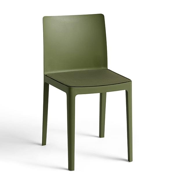 Der ÉLÉMENTAIRE Stuhl (elementar): nicht zu imposant, nicht zu diskret, nur  perfekt ausbalanciert.