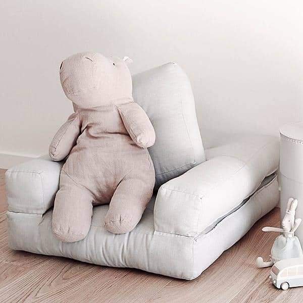 Little CUBIC, un fauteuil futon convertible : en pouf ou en lit confortable et douillet, version enfant