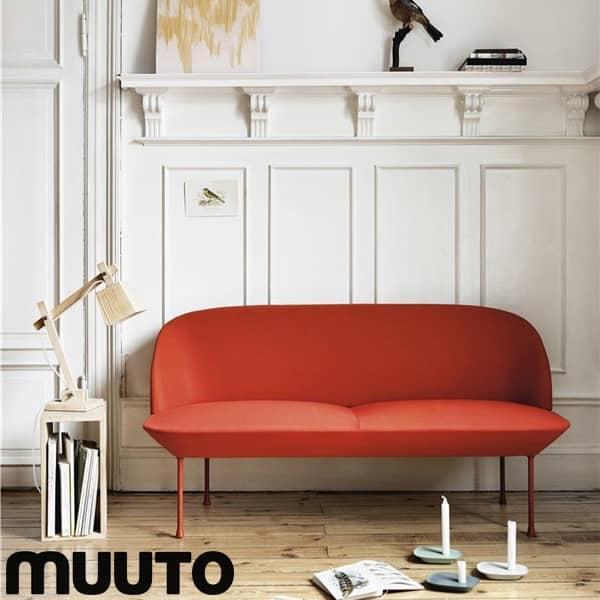 Das OSLO 2-Sitzer-Sofa, eine schlanke und elegante Silhouette. MUUTO