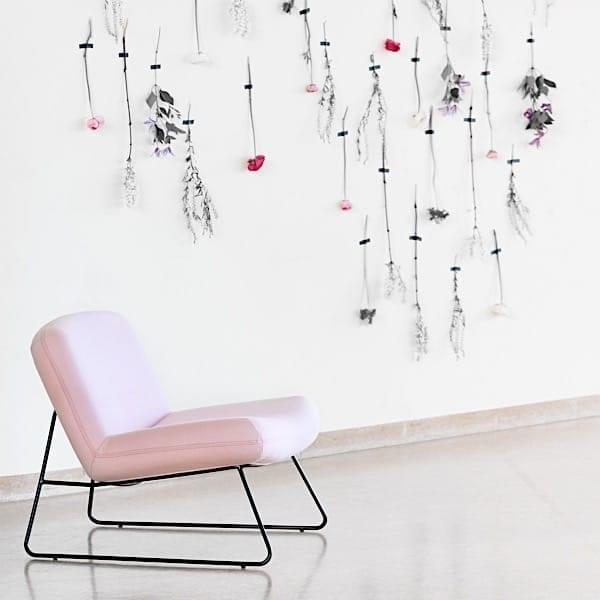 JAVA, a sleek lounge chair, with great comfort. SOFTLINE