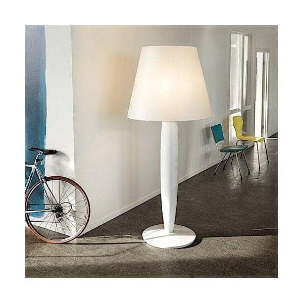 BIG MAMA - une lampe à poser aux dimensions étonnantes