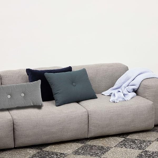 DOT Cushion 2x2,由HAY ,两个按钮,很棒的颜色