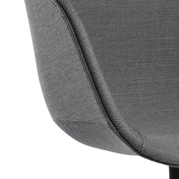 Le fauteuil About a Chair par HAY - réf. AAC21 - Structure en polypropylène, assise intégrale en tissu, montée sur mousse Oeko-Tex, piétement en aluminium - l'art du design nordique
