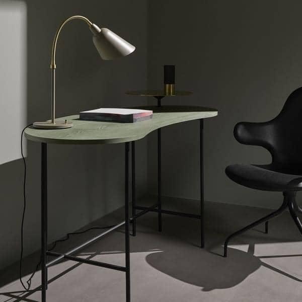 BELLEVUE samling (vegglampe, bordlampe and gulvlampe) opprettet av Arne Jacobsen i  Tidløs design. AND TRADITION