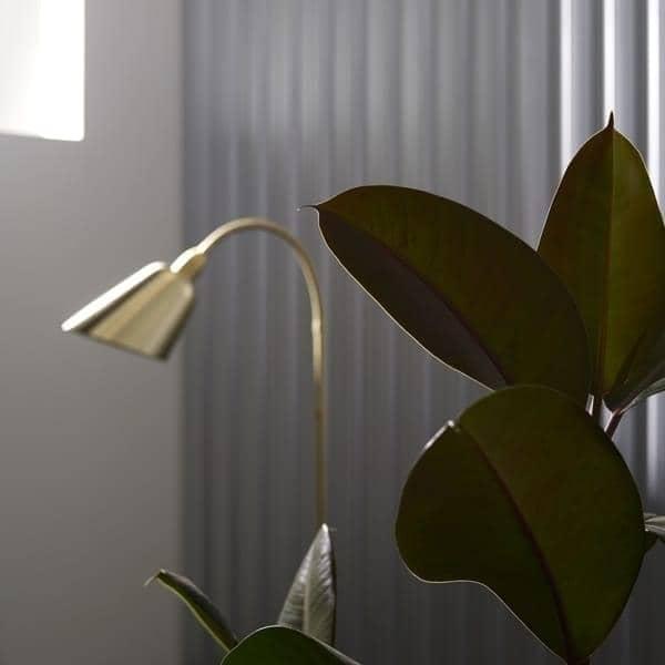 BELLEVUE coleção (lâmpada de parede, lâmpada de mesa and luminária de chão) criado por Arne Jacobsen em  Um design intemporal. AND TRADITION